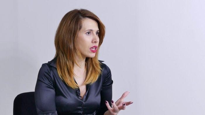 Gazetarja shqiptare: Në veri kanë turp të flasin për seksin, grisen librat e edukatës seksuale