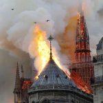 Deputeti shqiptar 'zgjidh qesen', jep 1 mijë euro për katedralen Notre Dame