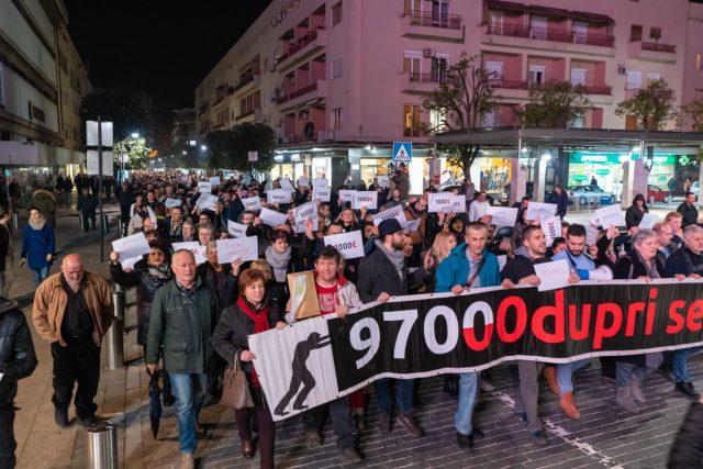Në të njëtën kohë me Tiranën, protestohet dhe në Beograd e Podgoricë