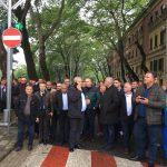 Ish-ministri i dënuar për korrupsion si 'yll ndriçues' i protestuesve të PD Gjirokastër (FOTO)