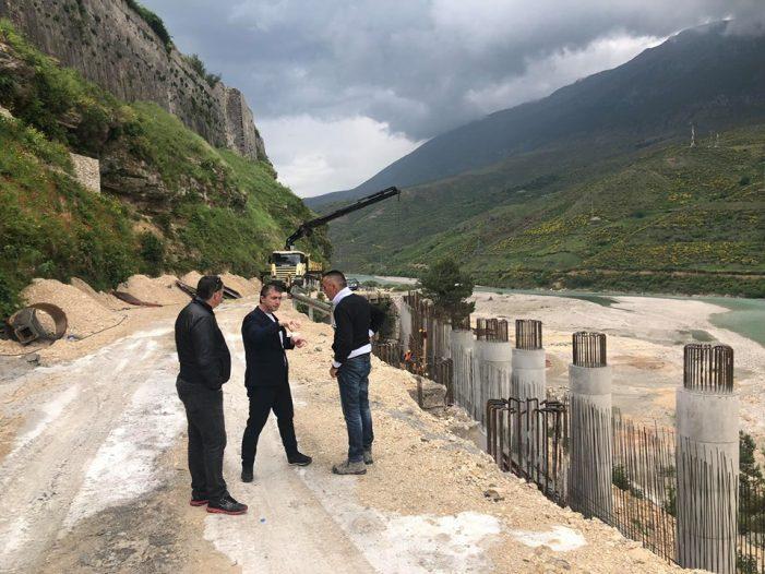 Edhe Tërmet Peçi nis fushatën, inspekton punimet për By Passin e Tepelenës (FOTO)