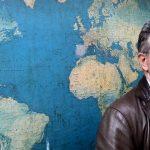 Shkrimtari i njohur: Ka ardhur koha për një protestë kundër drejtuesve të opozitës