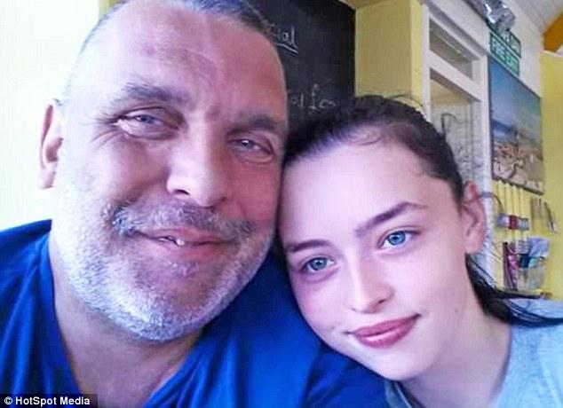 Historia shokuese, shoferi i autobusit martohet me vajzën 16- vjeçare të shoqes: Njerëzit na paragjykojnë, por ne duhemi (FOTO)