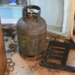 Plas bombula e gazit, zjarrfikësit shmangin përhapjen e flakëve