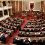 INSTAT: Deputetët dhe drejtorët njerëzit më të paguar në Shqipëri