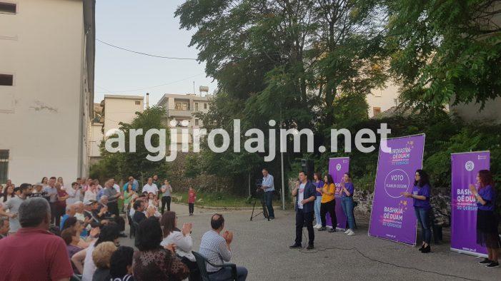 Fushata në Gjirokastër, Flamur Golemi takim elektoral në lagjen e Zamira Ramit