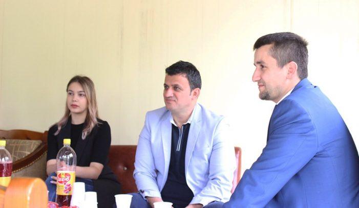 Fushata në Gjirokastër, kush është vajza bionde që shoqëron Flamur Golemin? (FOTO)