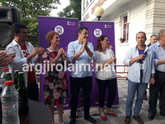 Mblidhen socialistët e Gjirokastrës, festojnë ditëlindjen e 28-të (FOTO)