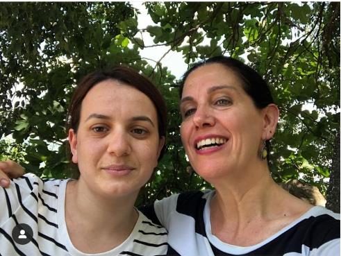 Del në fushatë me Alma Hoxhën, Kumbaro rastis me ish studenten e saj që sot është mësuese në Përmet: Zemra mal, krenare për Savjolën