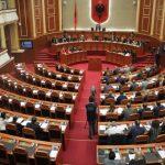 Deputetja e Gjirokastrës 'mbron' Ilir Metën, voton kundër rezolutës që i hap rrugë shkarkimit të Presidentit
