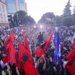 Parlamenti dhe protesta, çfarë pritet të ndodhë sot