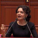 """""""Meta ideon përplase civile me mikun e tij Sali Berisha""""- Elisa Spiropali reciton poezi në Kuvend (VIDEO)"""