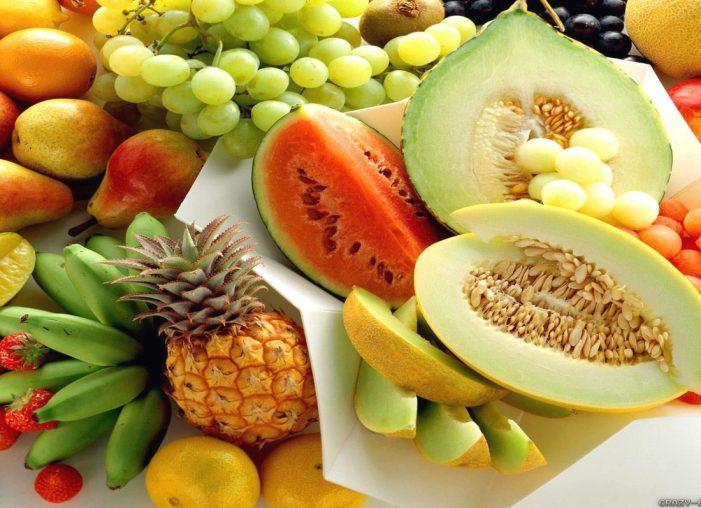 Çfarë të hani gjatë verës? Këto janë ushqimet që mbajnë trupin në formë