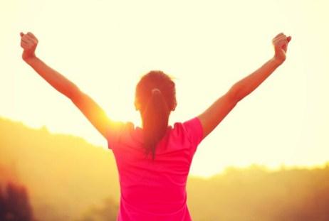 Doni të zgjoheni energjikë në mëngjes? Ja ç'duhet të bëni
