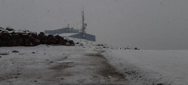 E pazakontë/ Ja ku ka rënë dëborë në mes të verës (VIDEO)