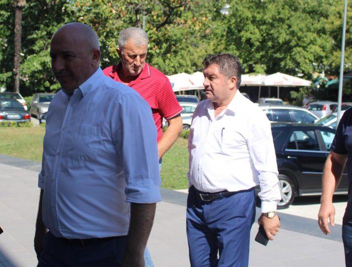 Basha takon kryetarët e bashkive të PD-së, merret vendimi për aksionin opozitar