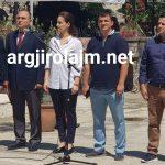 Zamira Rami e Flamur Golemi krah për krah në ceremoninë për dy heroinat në Gjirokastër