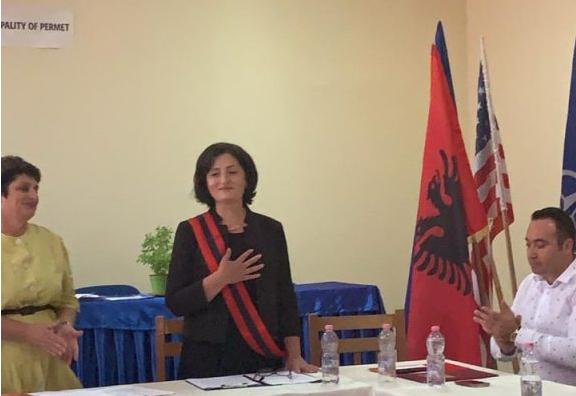 PD dorëzon Bashkinë Përmet, Alma Hoxha betohet si kryetare (FOTO)