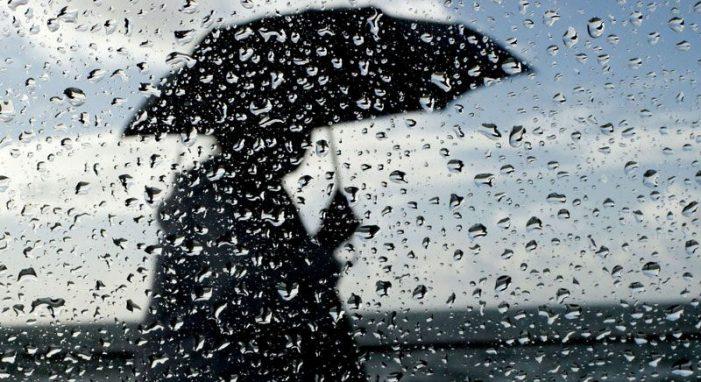 """""""Surprizat"""" e Motit/ Nga i nxehti përvëlues nën ombrellat e shiut"""