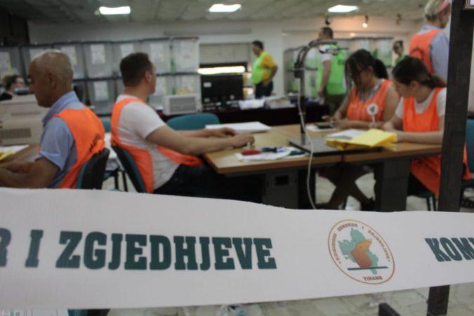'Zbulohet' kush i ka hedhur 660 vota të pavlefshme në Gjirokastër