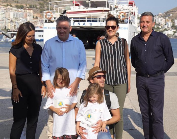 Mbërrin në Sarandë familja nga Austria. Janë turistët e 1 miliontë që erdhën në Shqipëri gjatë gushtit