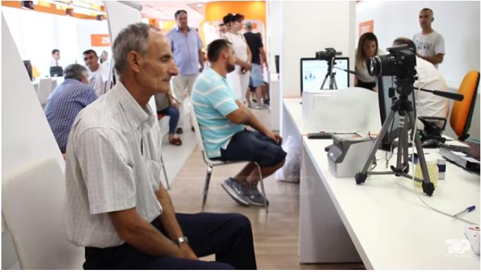 Gjirokastër, radhë që prej orës 5 të mëngjesit tek aplikimet për pasaporta dhe ID (VIDEO)