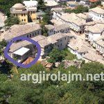 Flamur Golemi prish ndërtimin pa leje në zonën muzeale të Gjirokastrës. U ngrit muajt e fundit të Zamira Ramit (FOTO)