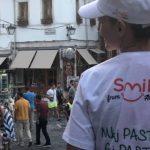 Smile Albania në Gjirokastër, aty ku të rinjtë mirëpresin turistët me buzëqeshje