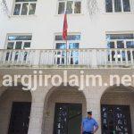 Vijojnë ndryshimet në Bashkinë Gjirokastër, 'bie' edhe drejtori që mblidhte lekë nga fëmijët për të blerë tapetin e kopshtit