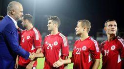 "Pas humbjes me Francën, Rama takon Kombëtaren, i ""jep zemër"" para ndeshjes me Islandën"