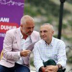 Foto e fushatës në Gjirokastër, Meta tallet me Ramën: O Zot ç'më ka gjetur me këtë njeri!