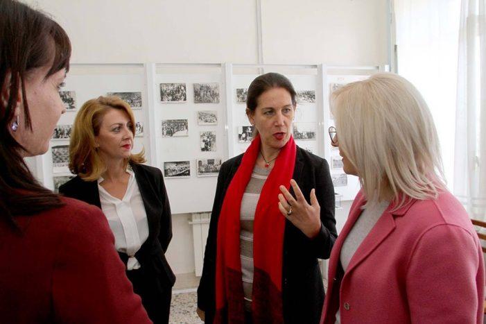 Inagurimi i gjimnazit 'Asim Zeneli' në Gjirokastër, Mirela Kumbaro: Ia premtuam nxënësve bashkë me Lindita Nikollën 2 vite më parë
