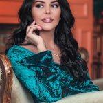 """Po """"çmend"""" rrjetin, njihuni me deputeten më të bukur shqiptare  (FOTO)"""
