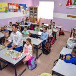 E akuzuan për gjimnazin, kryebashkiaku i Gjirokastrës 'nis' klasën e parë (FOTO)