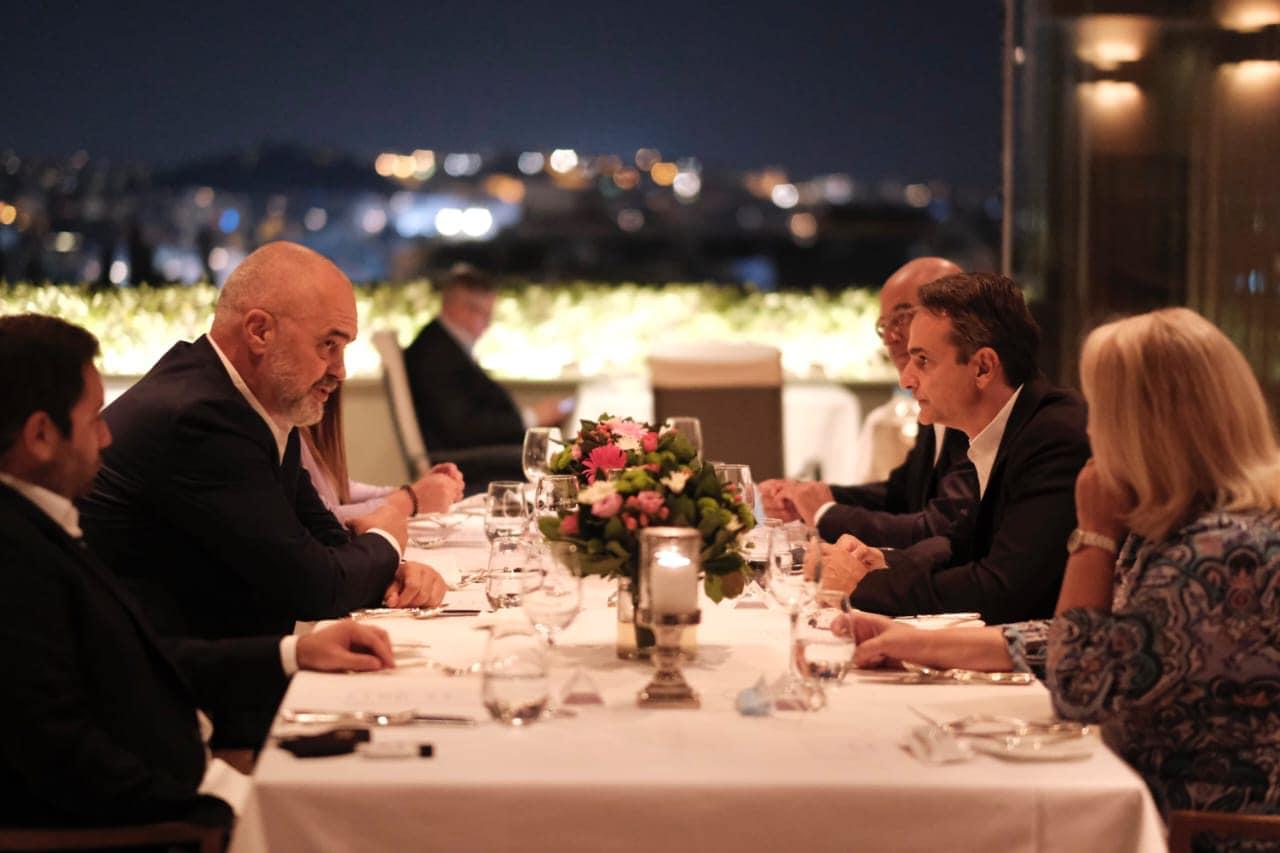 Qeveria greke zbardh detaje nga darka Mitsotakis-Rama: Nisim një seri bisedimesh që mbyllin temat e vjetra dhe të reja (FOTO)