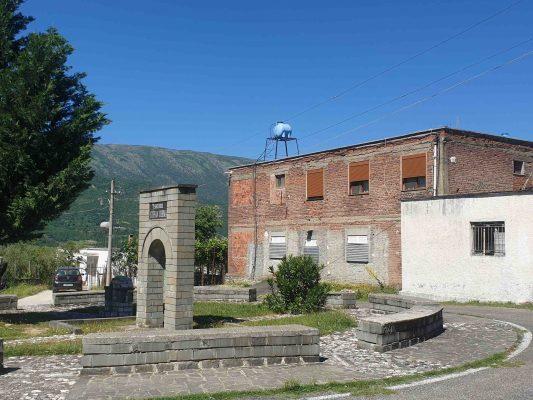 Qendra e fshatit Kosinë në Përmet